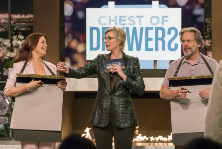 "HOLLYWOOD GAME NIGHT -- ""Keep It Unreal"" Episode 510 -- Pictured: (l-r) Bellamy Young, Jane Lynch, Gary Cole -- (Photo by: Ron Batzdorff/NBC)"